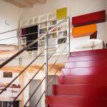 Casaviva: particolari interni, scala rossa