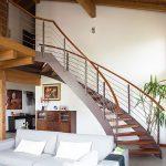 Casaviva: particolari interni, soggiorno scala