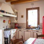 Casaviva: particolari interni, cucina rustica