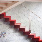 Casaviva: particolari interni, scala rossa design