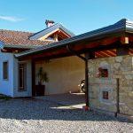 Casaviva: particolari esterni, rimessa con muri in pietra